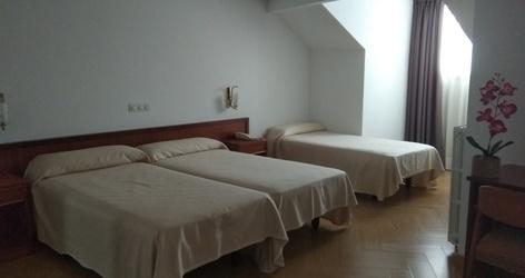 Standard-dreibettzimmer ele acueducto hotel segovia