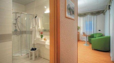 Deluxe-zimmer badezimmer ele green park hotel pamphili rom, italien