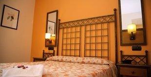 Dreibettzimmer hotel ele santa bárbara sevilla