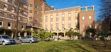 Kostenloser parkplatz ele green park hotel pamphili rom, italien