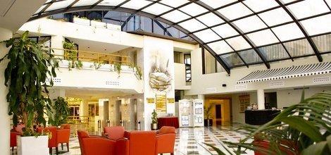 REZEPTION RUND UM DIE UHR Hotel ATH Portomagno